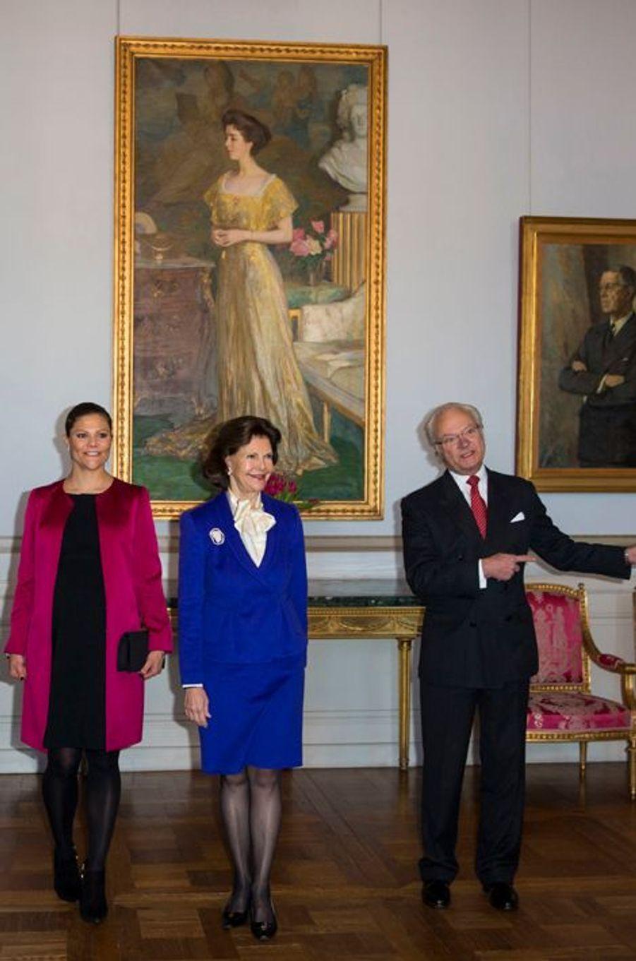 La princesse Victoria, la reine Silvia et le roi Carl XVI Gustaf de Suède au Palais royal à Stockholm le 22 janvier 2016