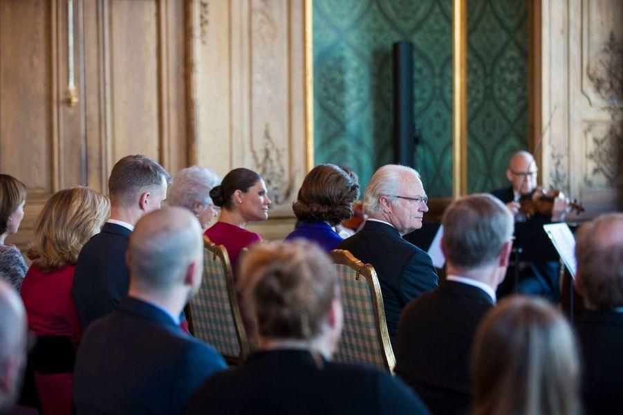 Le roi Carl XVI Gustaf, la reine Silvia et la princesse Victoria de Suède au Palais royal à Stockholm le 22 janvier 2016