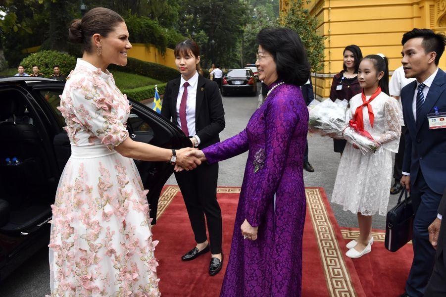 La princesse Victoria de Suède avec la vice-présidente Dang Thi Ngoc Thinh à Hanoi au Vietnam, le 6 mai 2019