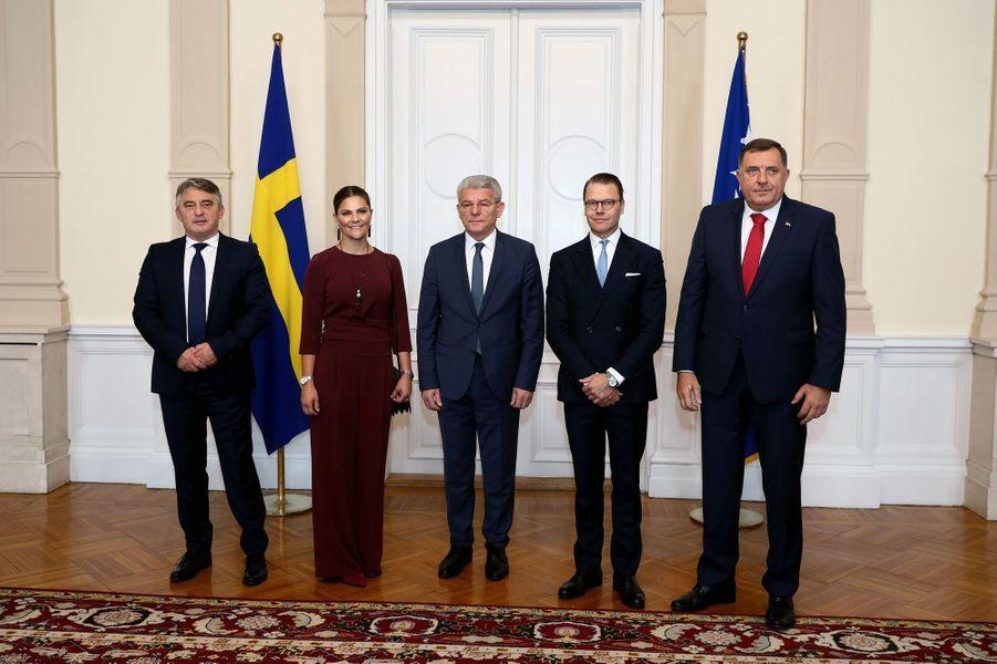 La princesse Victoria et le prince Daniel de Suède avec les trois représentants du conseil présidentiel en Bosnie-Herzégovine, le 6 novembre 2019