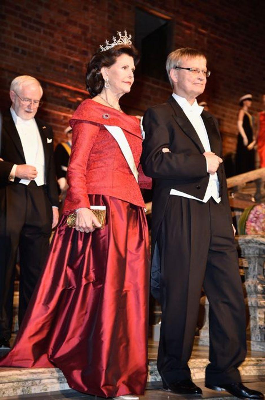 La reine Silvia de Suède au banquet des Nobel à Stockholm, le 10 décembre 2015