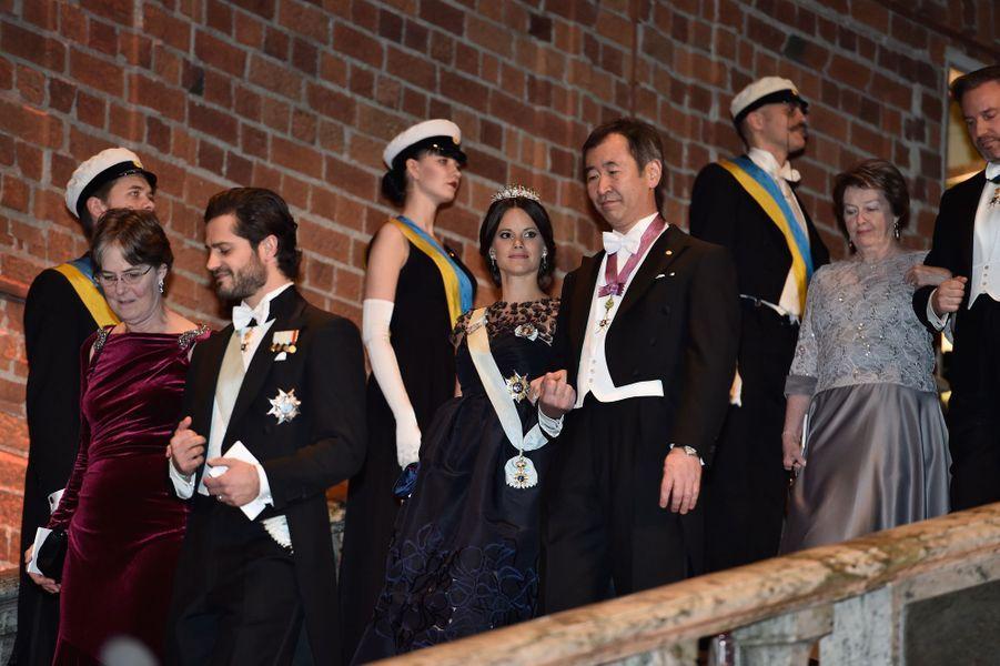 Le prince Carl Philip de Suède, la princesse Sofia et Christopher O'Neill au banquet des Nobel à Stockholm, le 10 décembre 2015