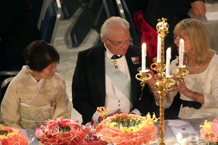 Le roi Carl XVI Gustaf de Suède au banquet des Nobel à Stockholm, le 10 décembre 2015