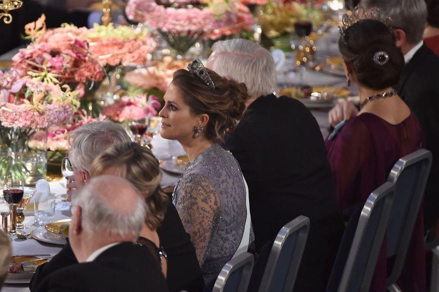 Les princesses Madeleine et Victoria de Suède au banquet des Nobel à Stockholm, le 10 décembre 2015
