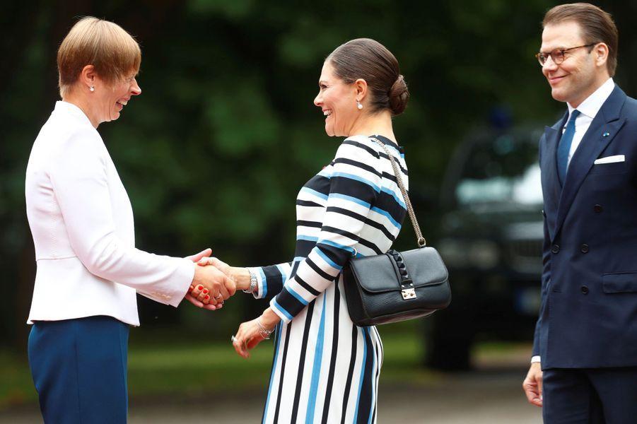 La princesse Victoria de Suède et le prince consort Daniel avec la présidente estonienne à Tallinn, le 19 août 2018