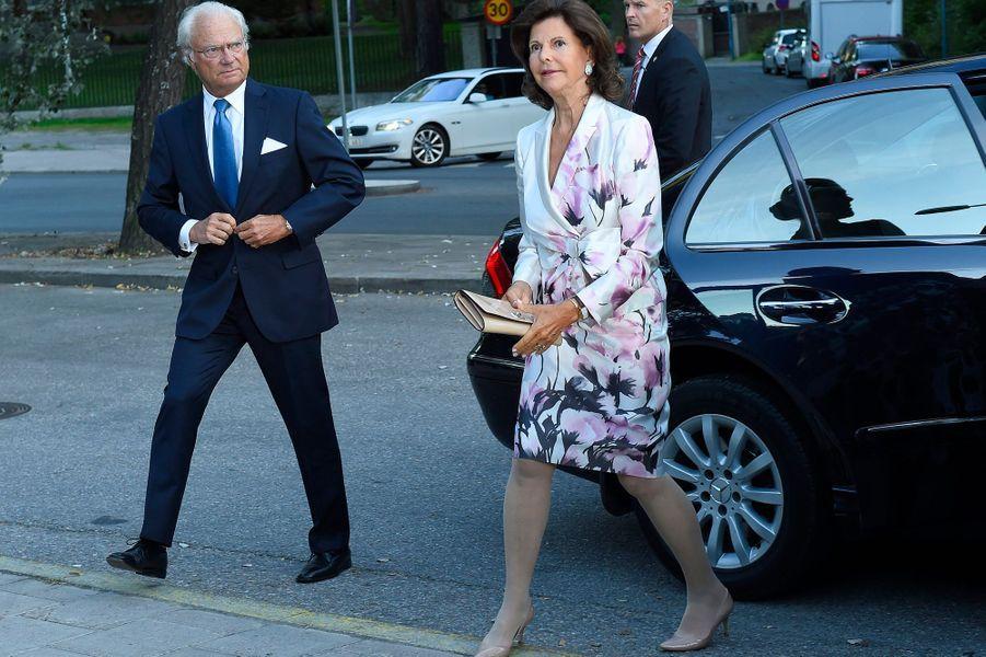 La reine Silvia et le roi Carl XVI Gustaf de Suède à Stockholm, le 21 août 2015
