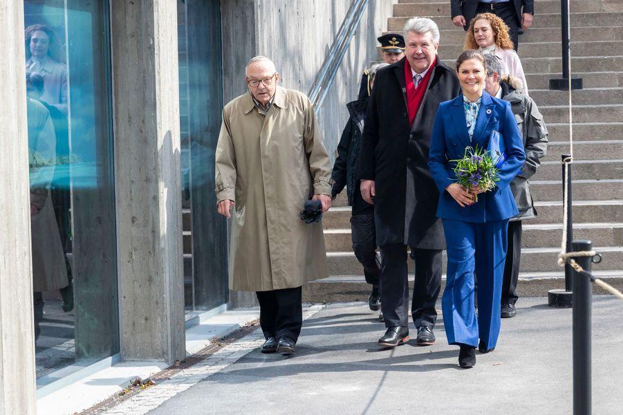 La princesse Victoria de Suède, en bleu outremer, à Stockholm le 11 avril 2019