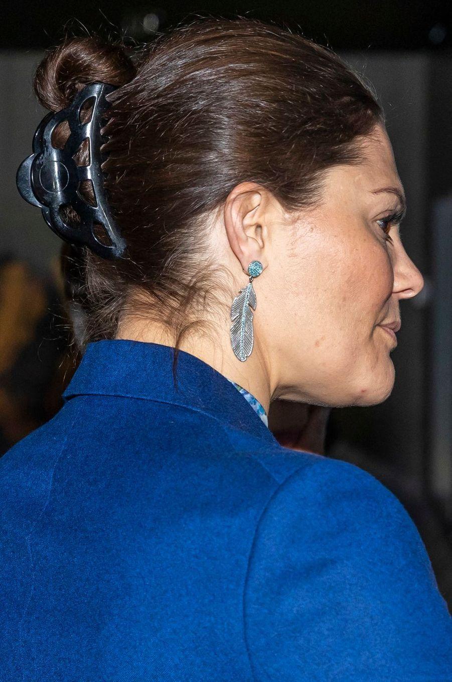 Les boucles d'oreille de la princesse Victoria de Suède à Stockholm, le 11 avril 2019