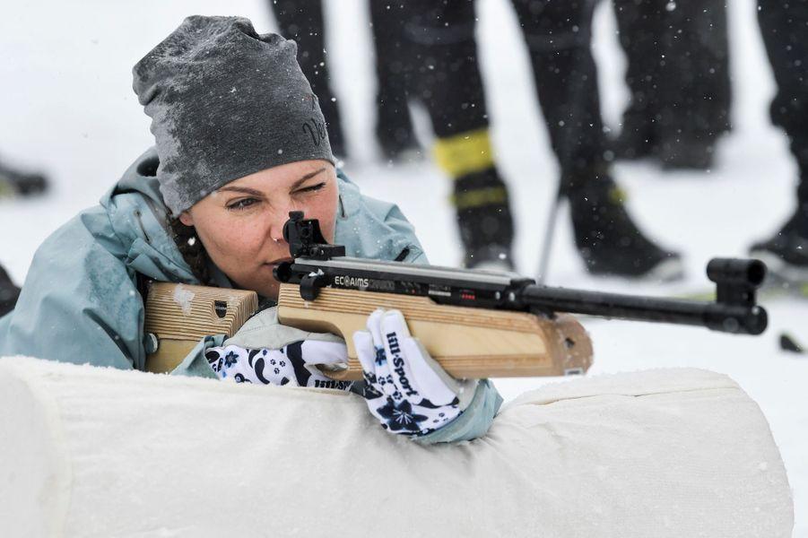 La princesse Victoria de Suède pratique le biathlon laser lors de sa randonnée dans le Härjedalen, le 29 mars 2019