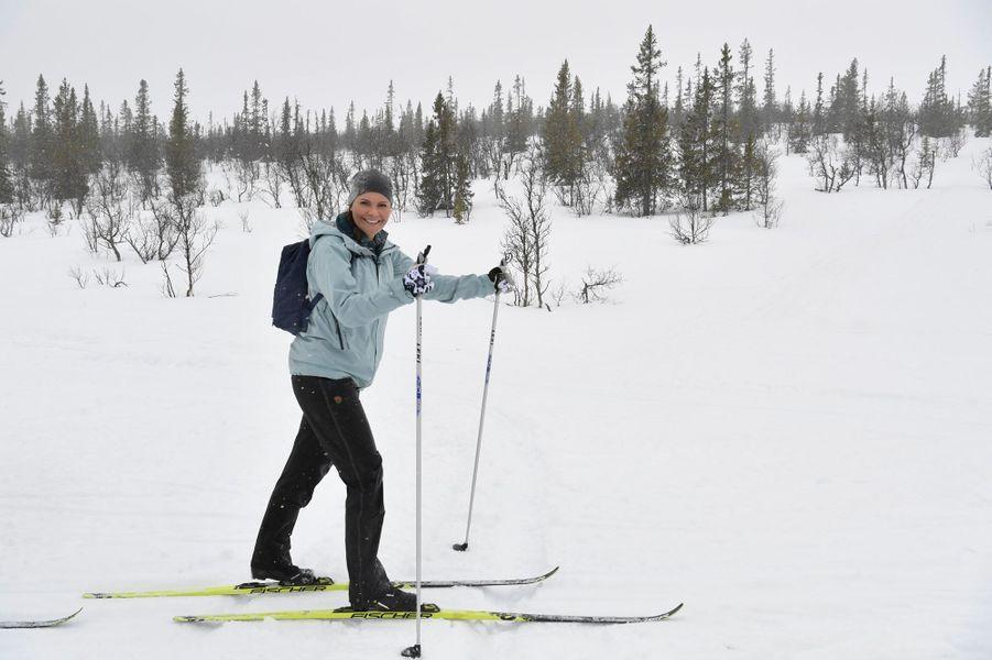 La princesse Victoria de Suède skie lors de sa randonnée dans le Härjedalen, le 29 mars 2019