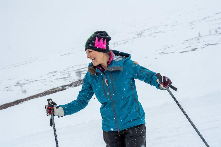 La princesse Victoria de Suède skie lors de sa randonnée en Laponie, le 25 avril 2018