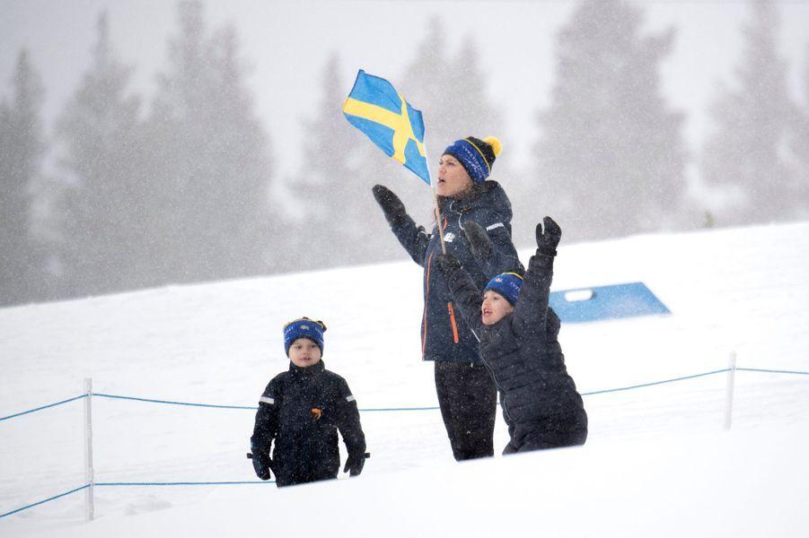 La princesse Victoria de Suède avec la princesse Estelle et le prince Oscar à Ostersund, le 17 mars 2019