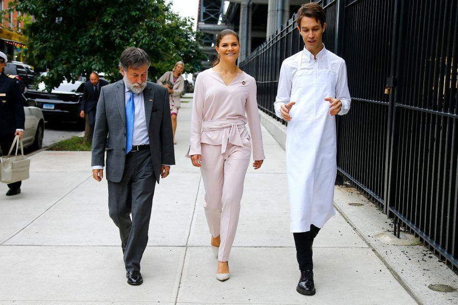 La princesse Victoria de Suède avec le chef suédois Fredrik Berselius et Leif Pagrotsky à New York, le 20 septembre 2018