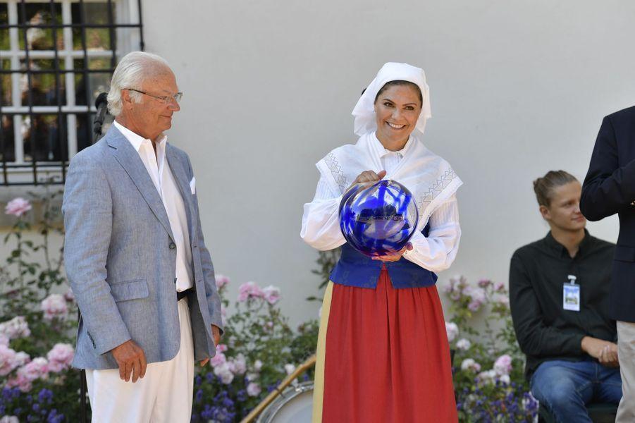 La princesse Victoria et le roi Carl XVI Gustaf de Suède au château de Solliden, le 5 juillet 2018