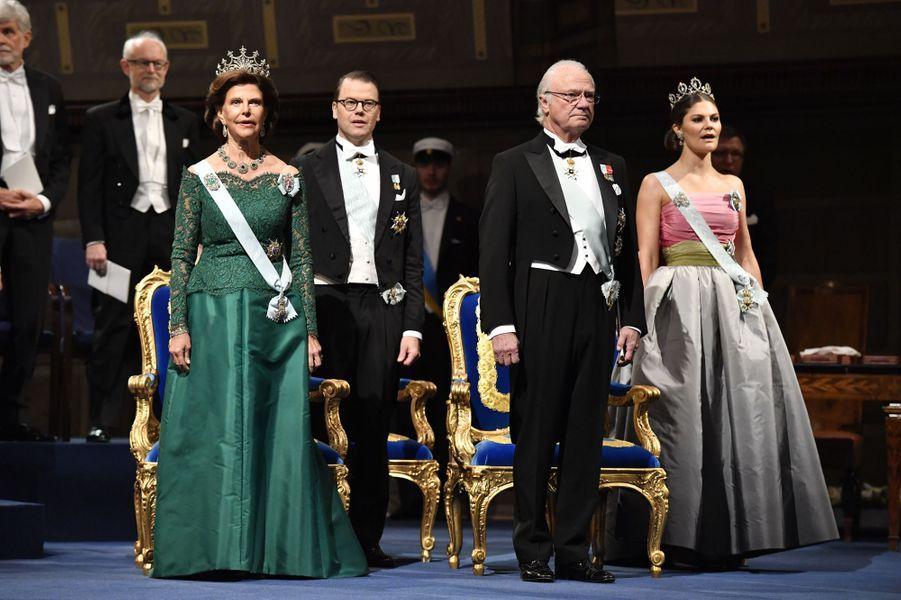 La reine Silvia et la princesse Victoria de Suède à la cérémonie des prix Nobel à Stockholm, le 10 décembre 2018