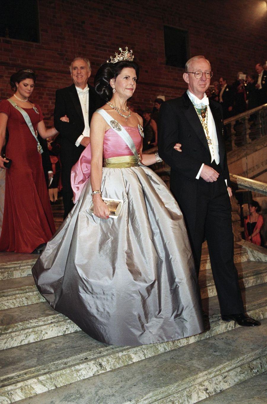 La reine Silvia de Suède à la cérémonie des prix Nobel à Stockholm, le 10 décembre 1995