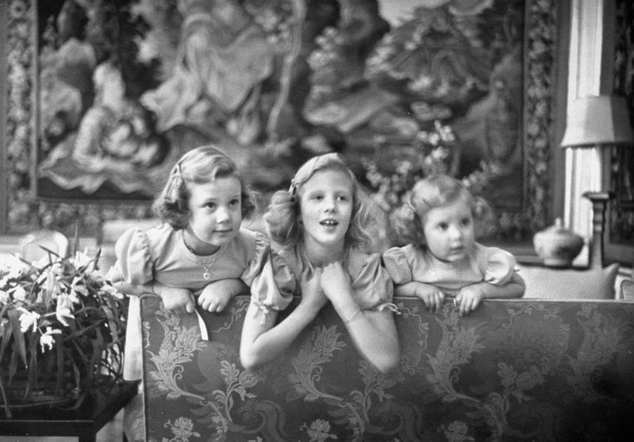La princesse Margrethe de Danemark avec ses soeurs, le 1er mars 1949