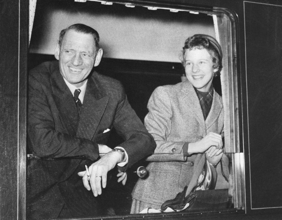 La princesse Margrethe de Danemark avec son père le roi Frederik IX, le 22 janvier 1956