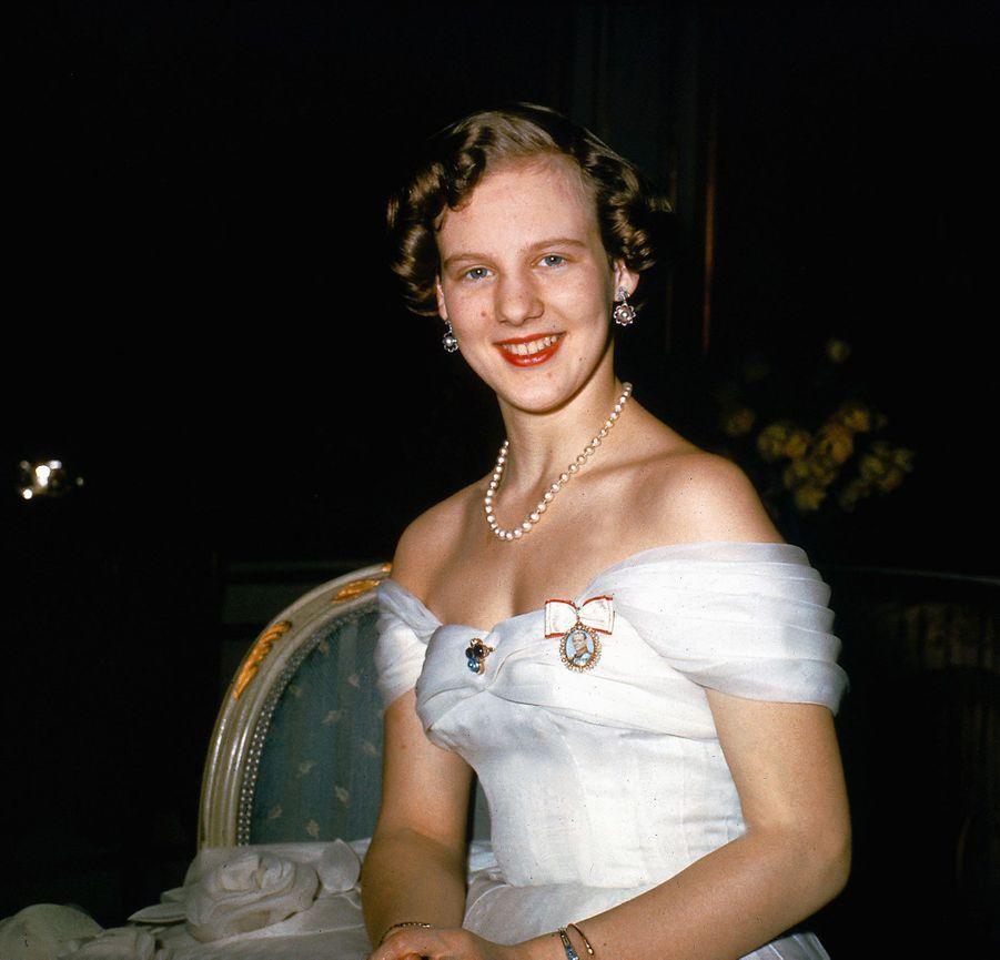 La princesse Margrethe de Danemark, pour ses 18 ans, en 1958