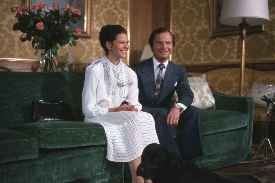 Silvia Sommerlath et le roi Carl XVI Gustaf de Suède, photo réalisée pour leurs fiançailles annoncées le 12 mars 1976