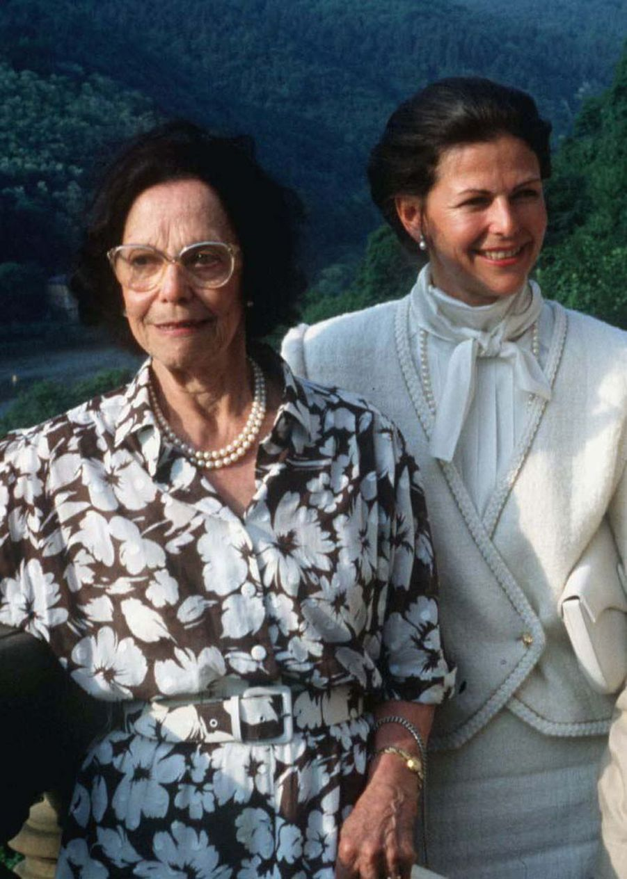 La reine Silvia de Suède avec sa mère, en 1988