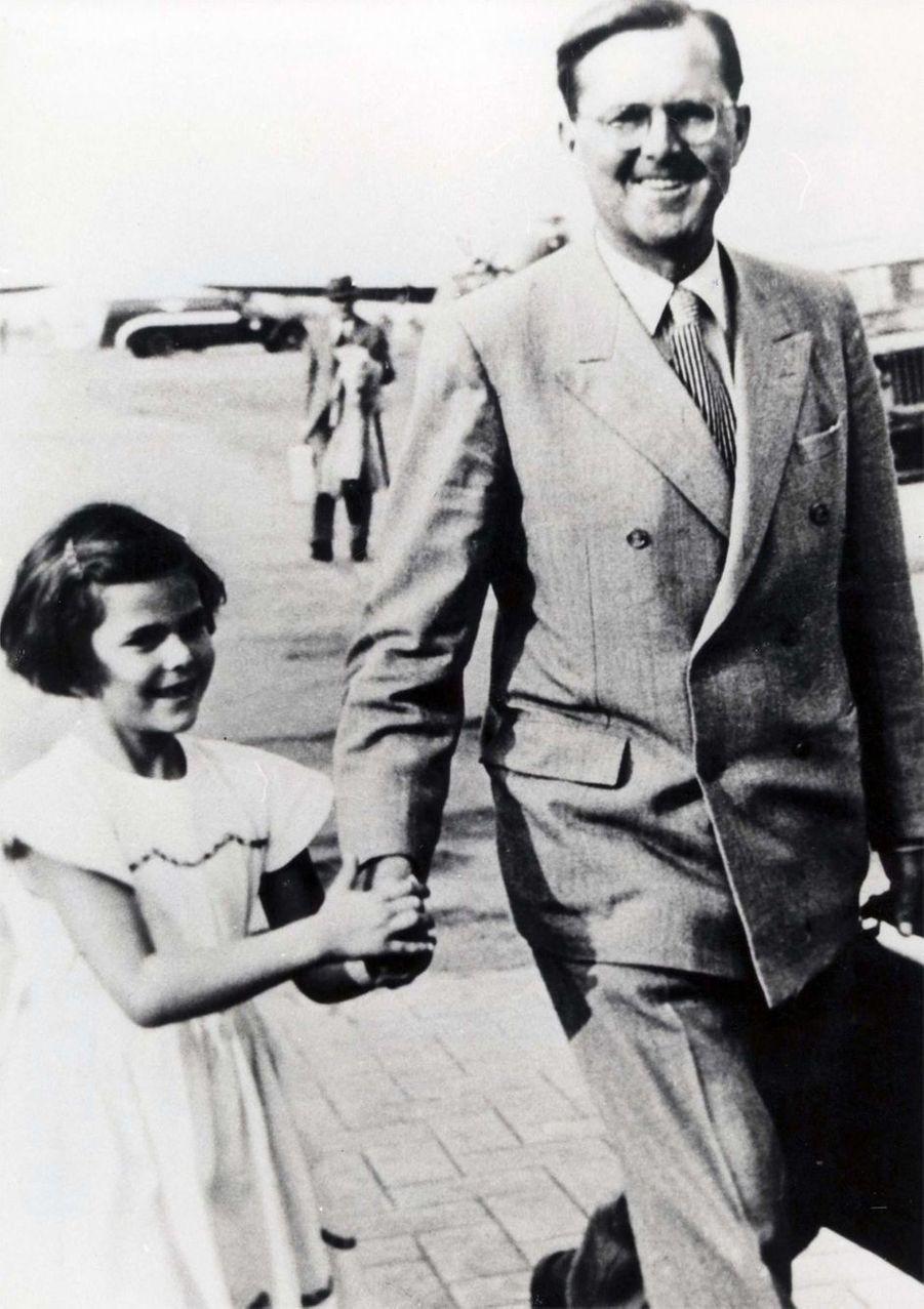 Silvia Sommerlath avec son père à Sao Paulo, en 1947