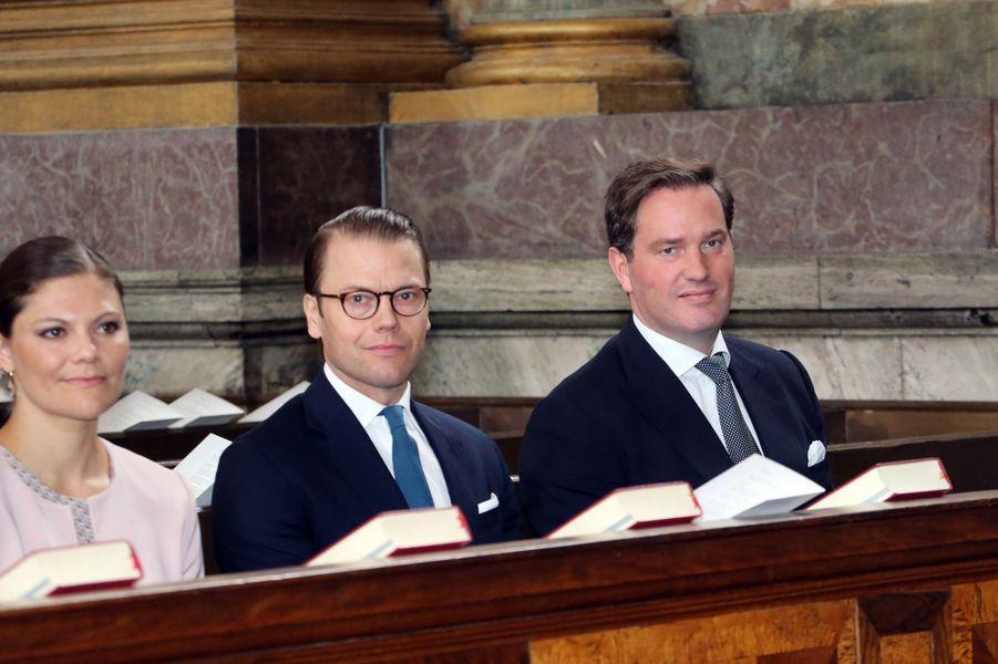 La princesse Victoria, le prince Daniel et Christopher O'Neill dans la chapelle royale à Stockholm, le 18 juin 2015