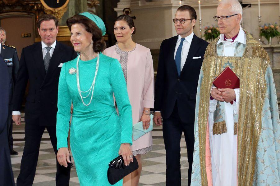 La reine Silvia, la princesse Victoria, le prince Daniel et Christopher O'Neill dans la chapelle royale à Stockholm, le 18 juin 2015