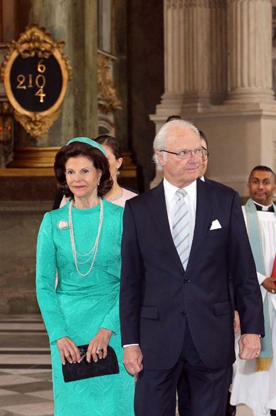 Le roi Carl XVI Gustaf et la reine Silvia de Suède dans la chapelle royale à Stockholm, le 18 juin 2015