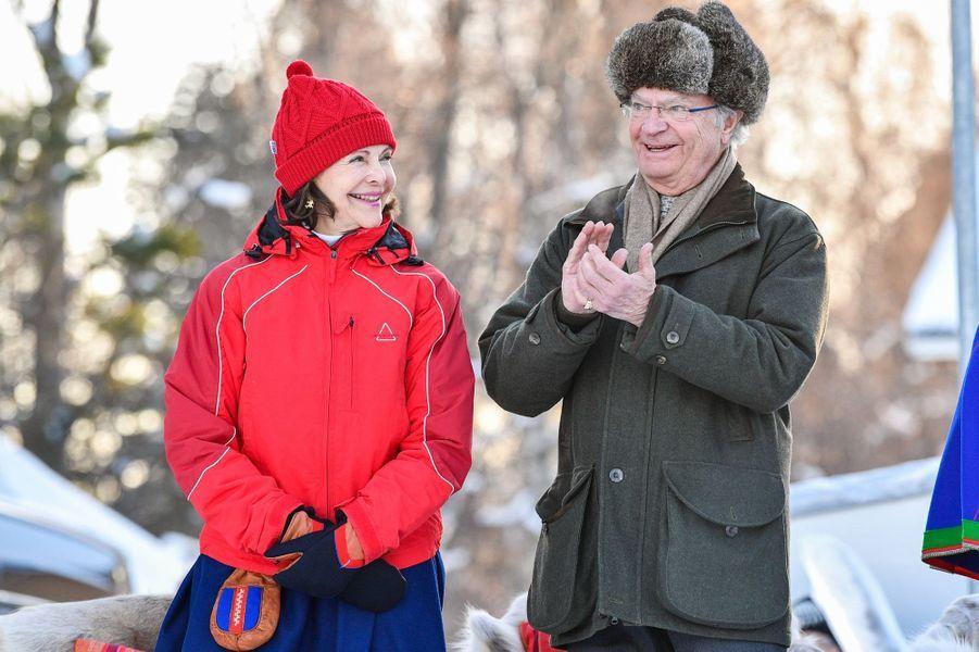 La reine Silvia et le roi Carl XVI Gustaf de Suède à Jokkmokk, le 6 février 2020