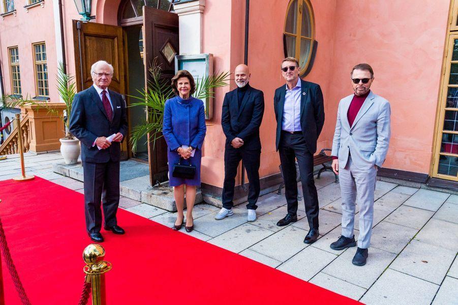 Le roi Carl XVI Gustaf et la reine Silvia de Suède dans le comté de Stockholm, le 12 octobre 2020