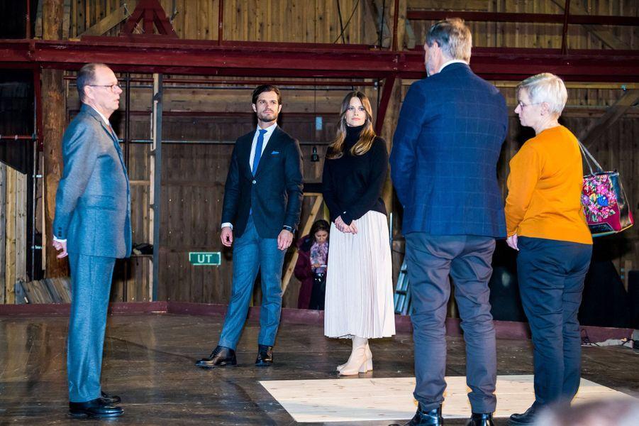 La princesse Sofia et le prince Carl Philip de Suède dans le comté de Värmland, le 28 octobre 2020