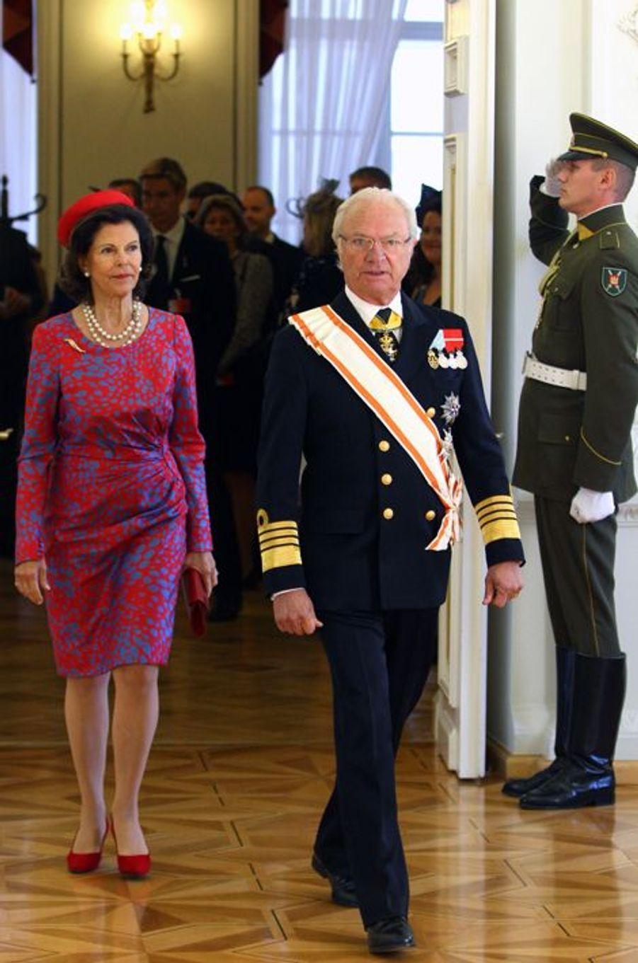 La reine Silvia et le roi Carl XVI Gustaf de Suède à Vilnius, le 7 octobre 2015