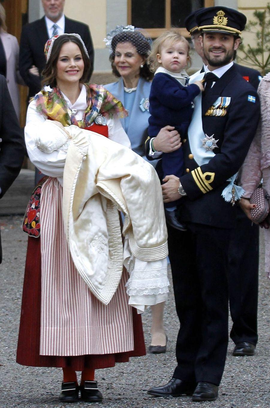 La princesse Sofia de Suède au baptême de son fils le prince Gabriel, le 1er décembre 2017