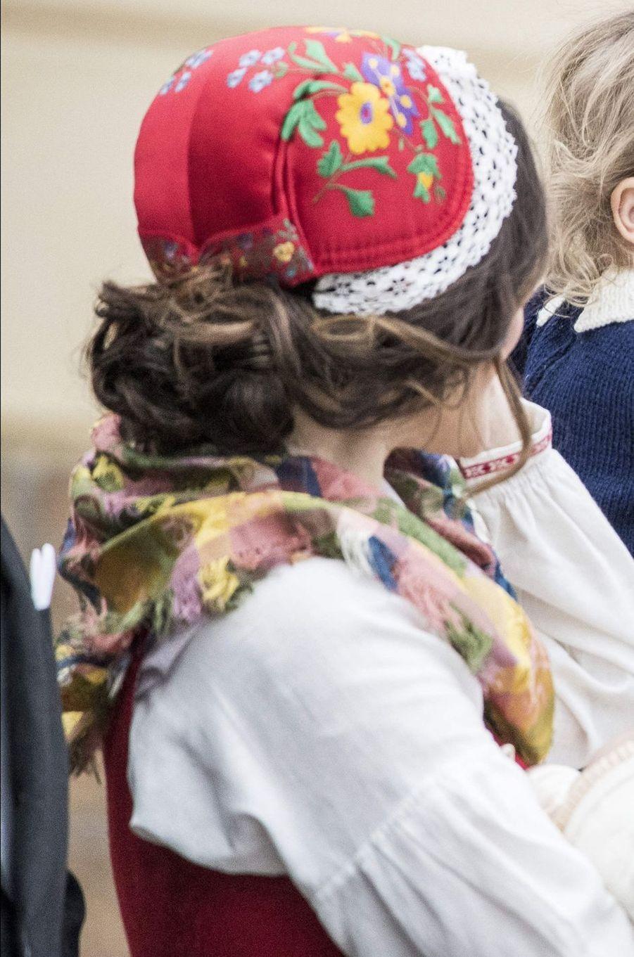 La coiffe de la princesse Sofia de Suède au baptême de son fils le prince Gabriel, le 1er décembre 2017