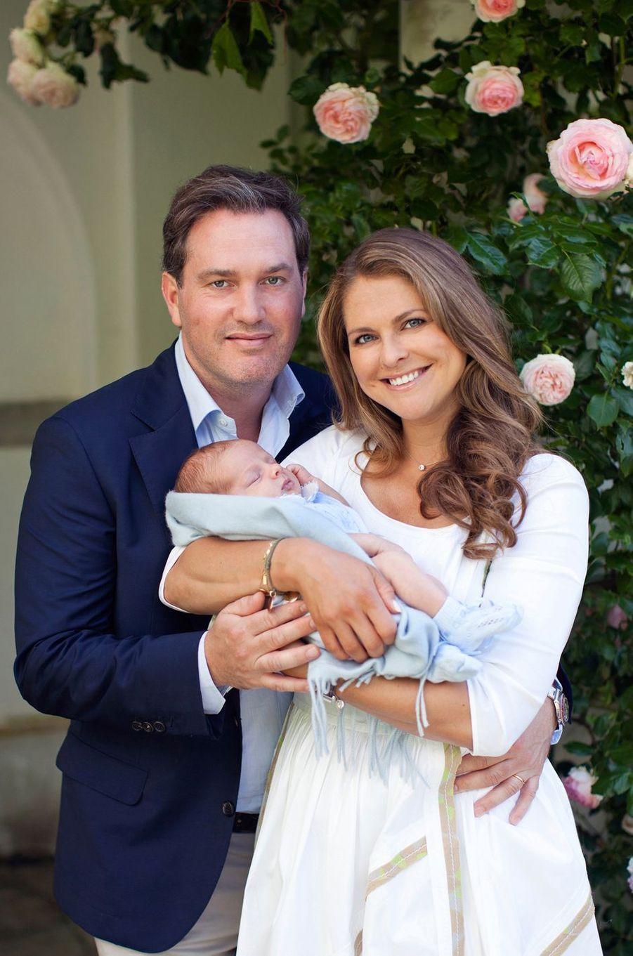 Le prince Nicolas de Suède avec ses parents en juillet 2016