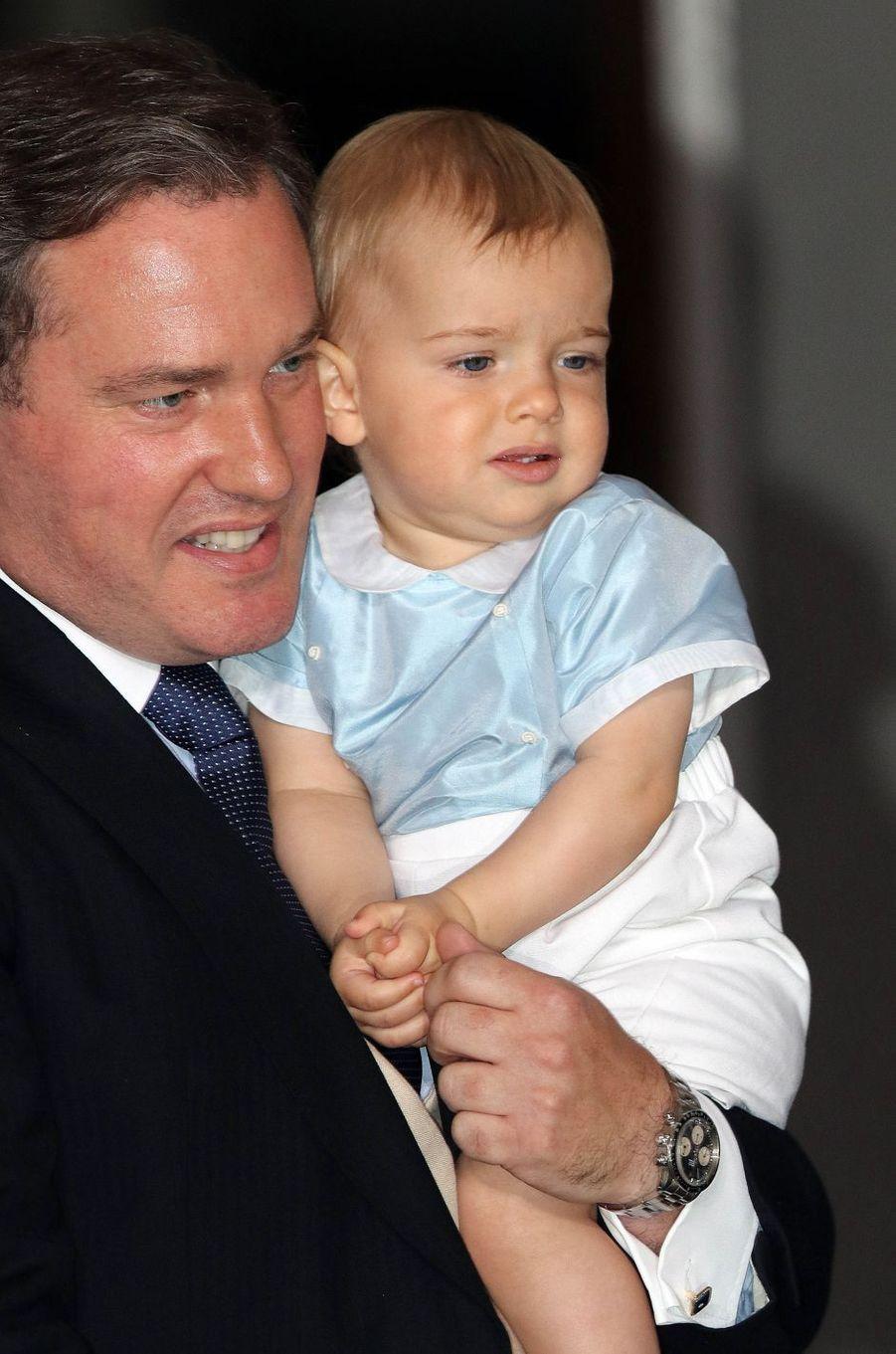Le prince Nicolas de Suède avec son papa Christopher O'Neill au baptême du prince Oscar à Stockholm, le 27 mai 2016