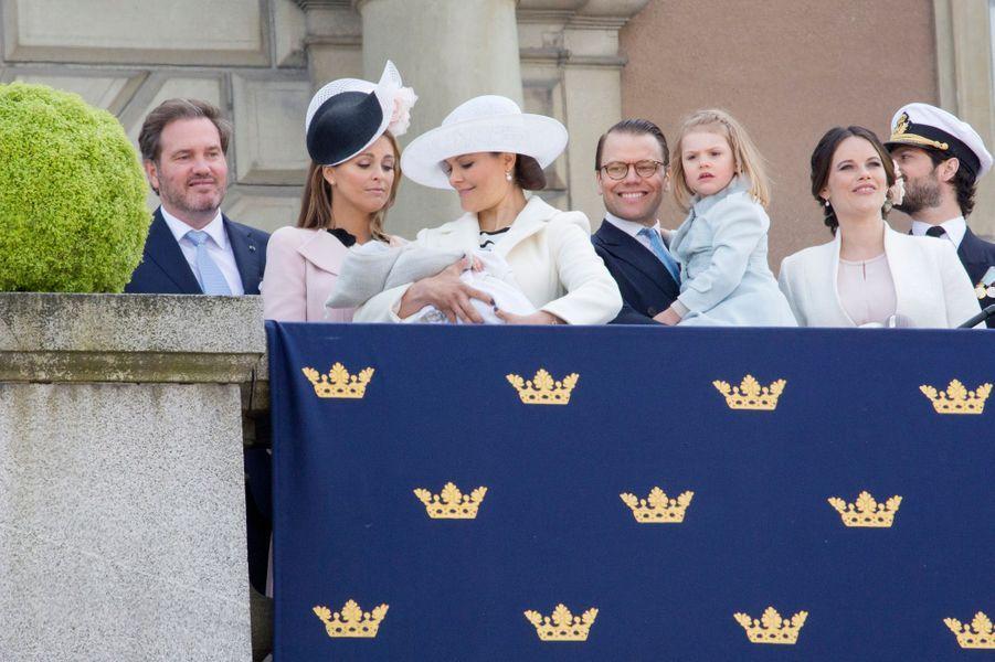 Le prince Oscar de Suède avec la famille royale à Stockholm, le 30 avril 2016