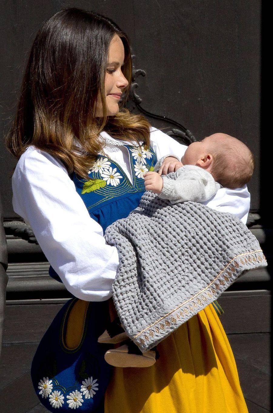 La princesse Sofia de Suède et son fils le prince Alexander à Stockholm, le 6 juin 2016
