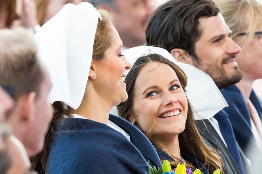 Les princesses Madeleine et Sofia avec le prince Carl Philip de Suède à Stockholm, le 6 juin 2016