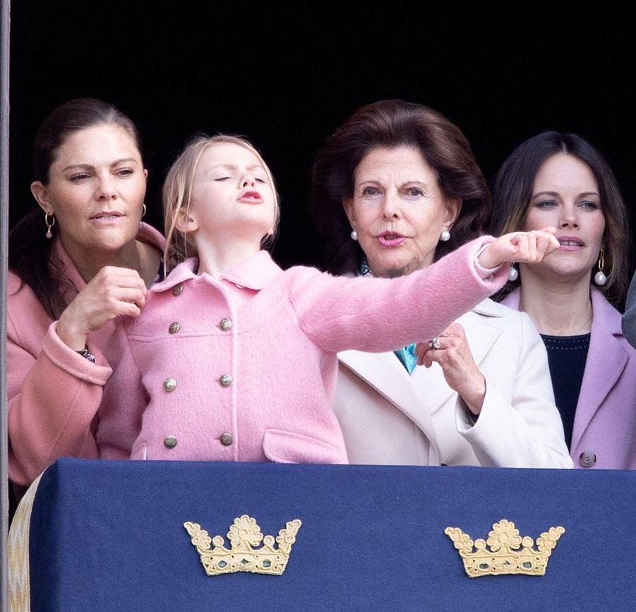 Les princesses Victoria, Estelle et Sofia et la reine Silvia de Suède à Stockholm, le 30 avril 2019
