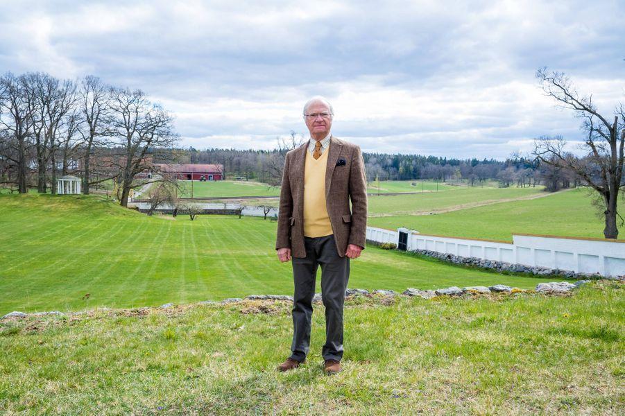 Le roi Carl XVI Gustaf de Suède au château de Stenhammar à Flen, le 29 avril 2020