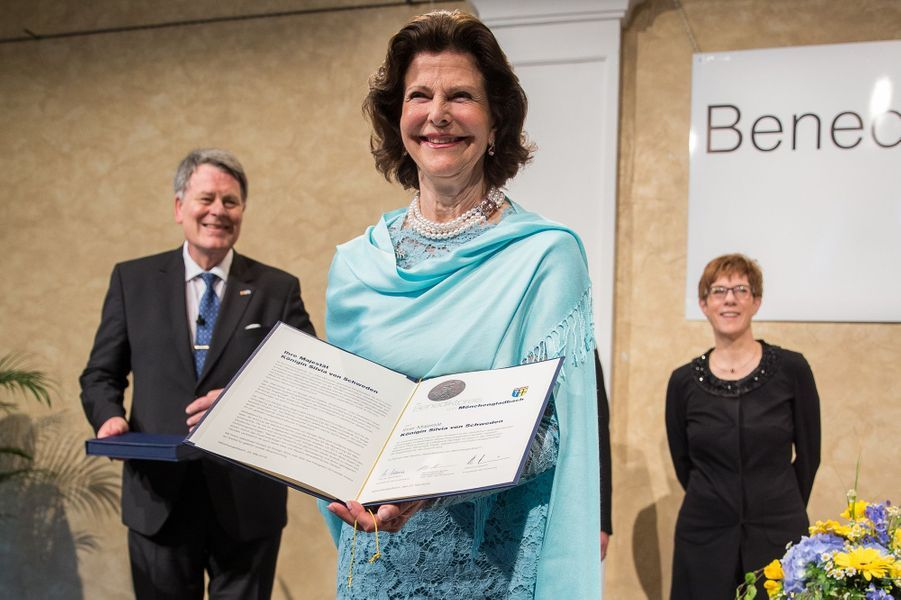 La reine Silvia de Suède reçoit le Benediktpreis à Mönchengladbach, le 24 mai 2016