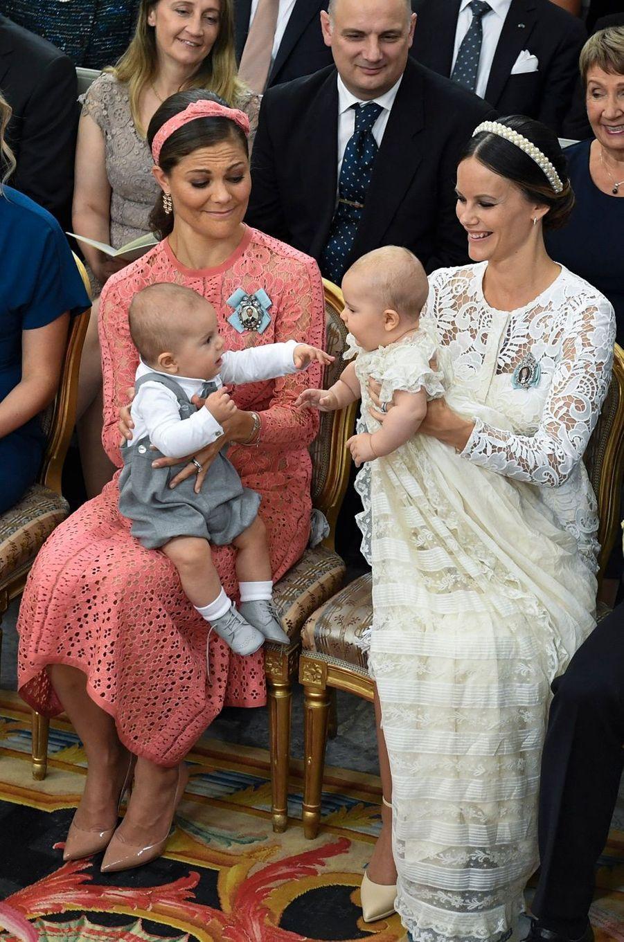 Le prince Alexander de Suède avec sa mère la princesse Sofia, sa tante la princesse Victoria et son cousin le prince Oscar, le 9 septembre 2016