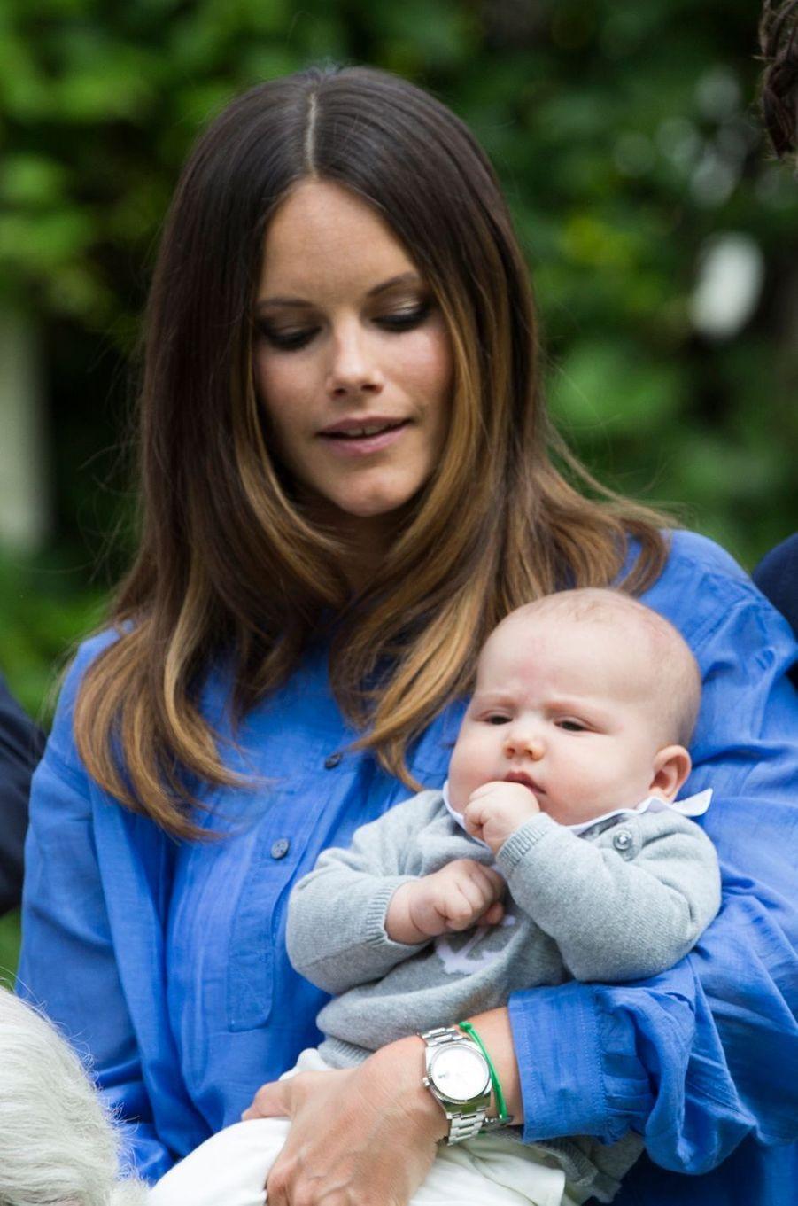 Le prince Alexander de Suède avec sa mère la princesse Sofia, le 19 juillet 2016