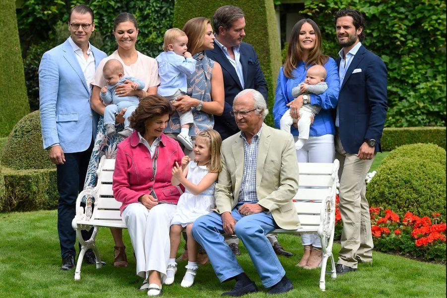 Le prince Alexander de Suède avec ses parents et la famille royale suédoise, le 19 juillet 2017