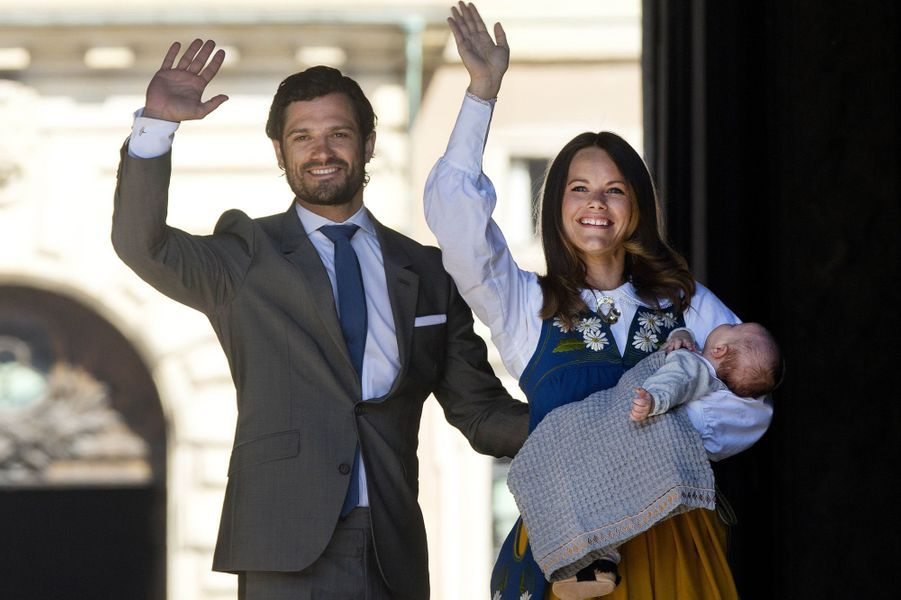 Le prince Alexander de Suède avec ses parents la princesse Sofia et le prince Carl Philip, le 6 juin 2016