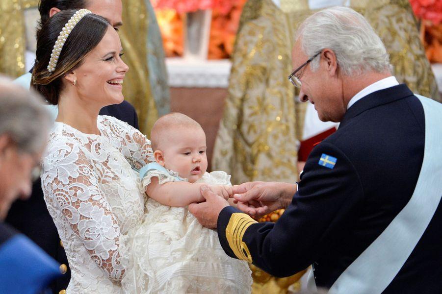 Le prince Alexander de Suède avec sa mère la princesse Sofia et son grand-père le roi Carl XVI Gustaf, le 9 septembre 2016