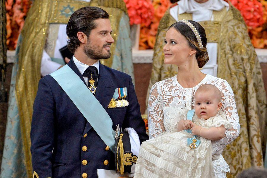 Le prince Alexander de Suède avec ses parents la princesse Sofia et le prince Carl Philip, le 9 septembre 2016