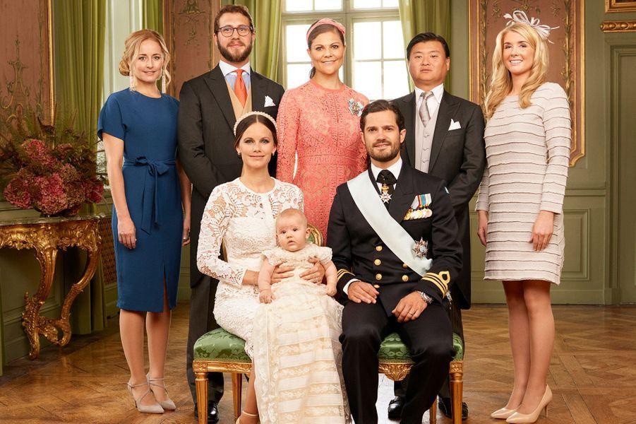 Le prince Alexander de Suède avec ses parents et ses parrains et marraines, le 9 septembre 2016